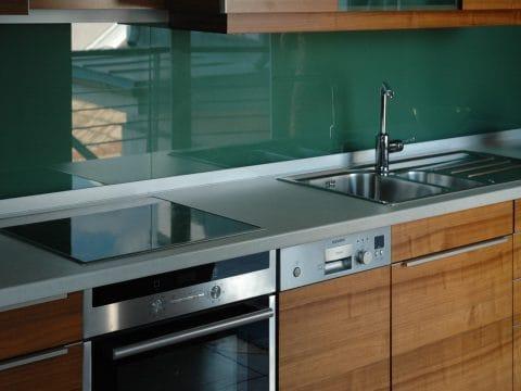 Dió konyha üvegbetéttel